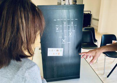 """[ Escape Box ] """"Ça doit servir si utilise les X pour trancher l'œuf."""""""